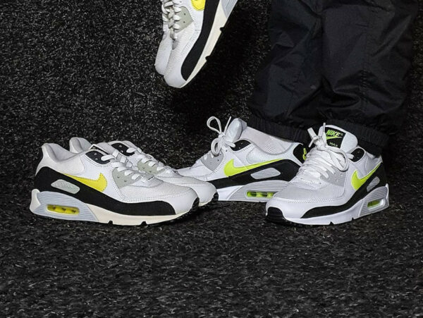 Nike AM90 Essential White Hot Lime 2021 CZ1846-100 (couv)