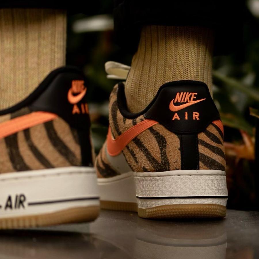 Nike Air Force 1 Low 2021 imprimé zèbre on feet (2)