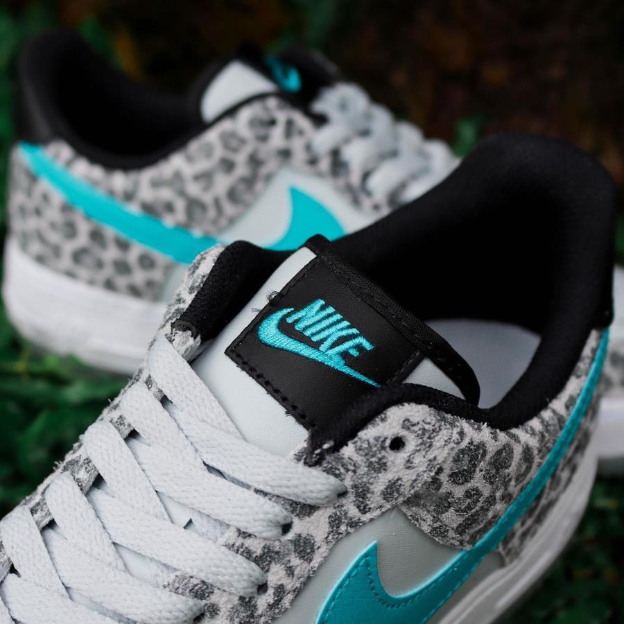 Nike Air Force 1 Premium bleu jade on feet (imprimé félin)