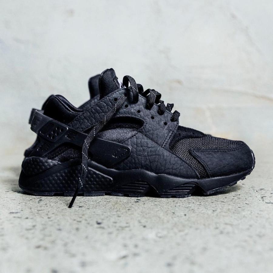 Nike Air Huarache London Hyperlocal Triple Black DJ6890-001