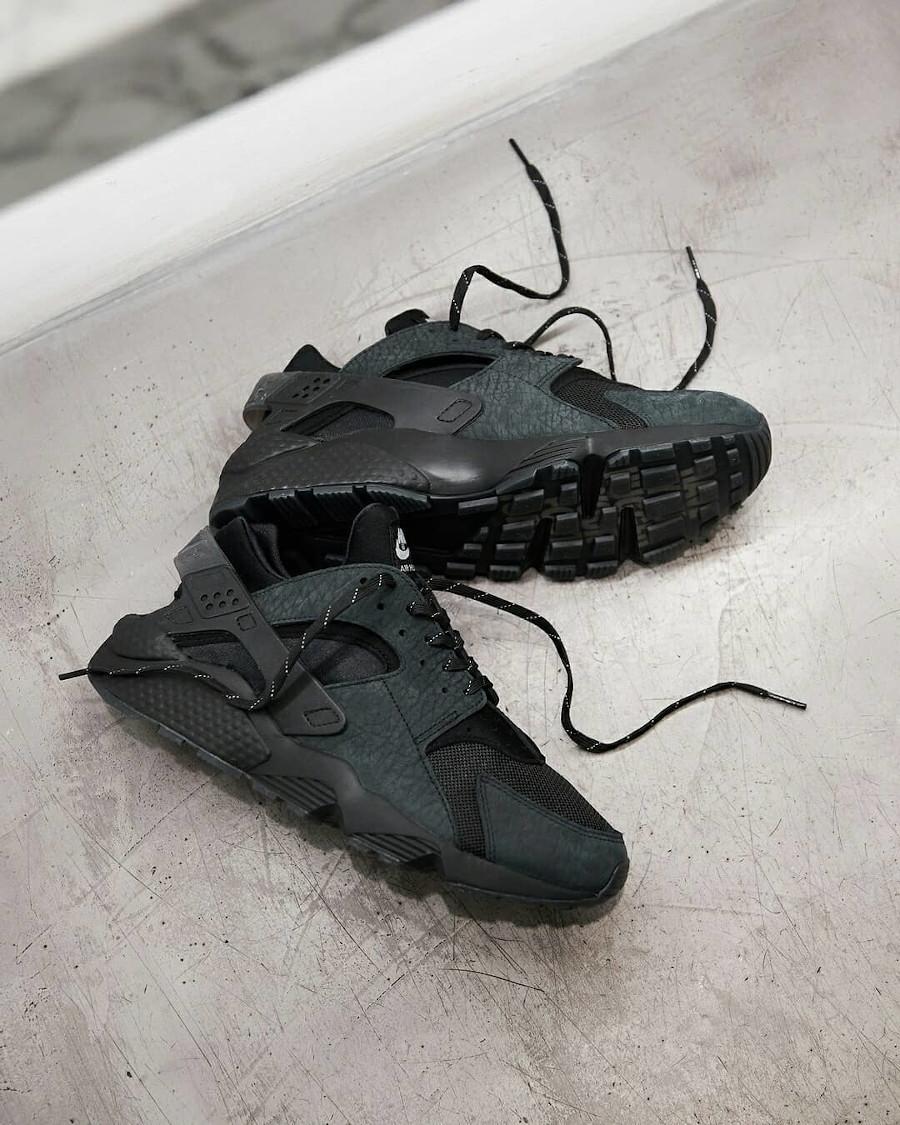 Nike Air Huarache noir LDN Hyper Local (1)
