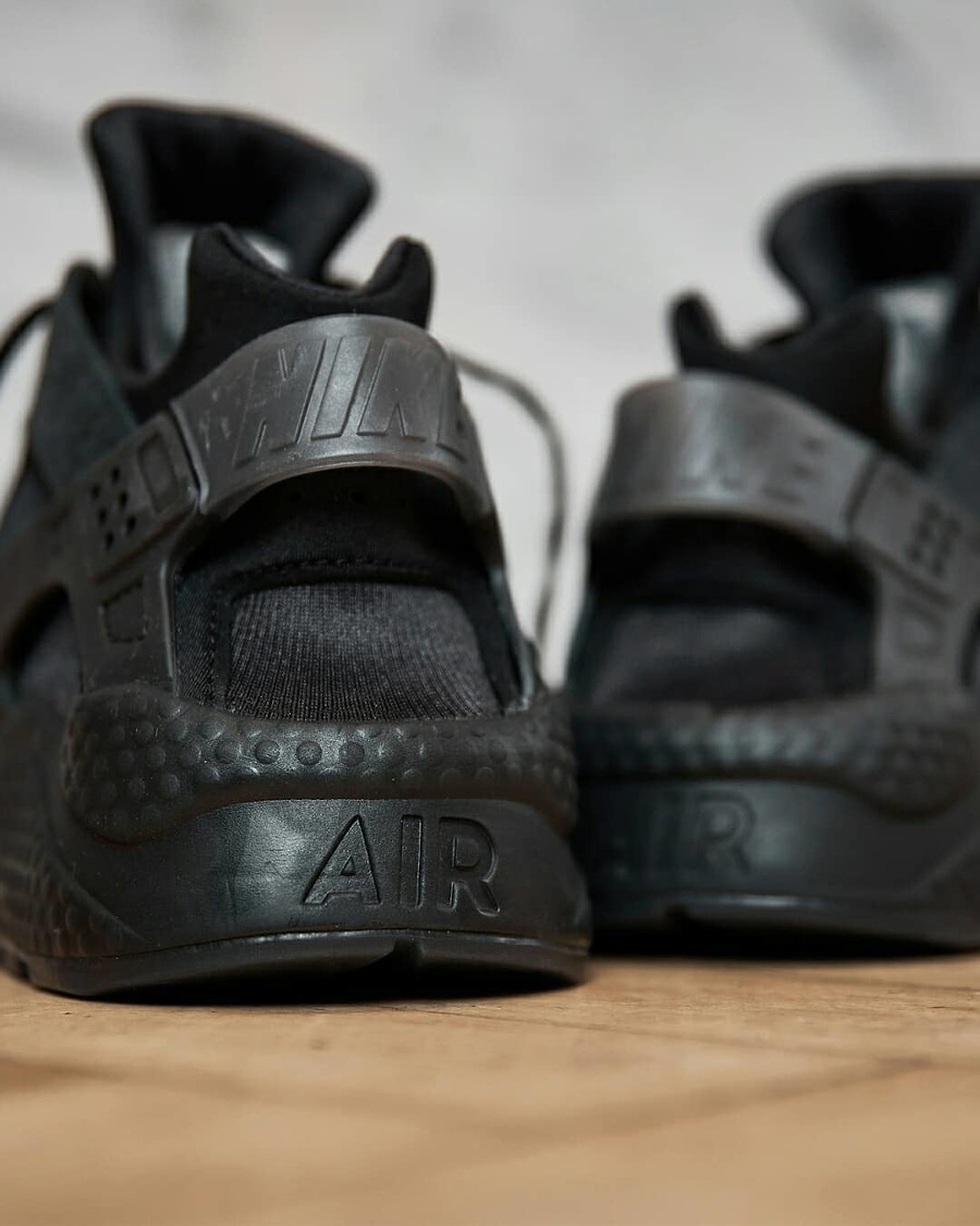 Nike Air Huarache noir LDN Hyper Local (2)