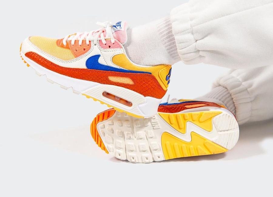 Nike Air Max 90 écailles de serpent multicolores on feet (1)