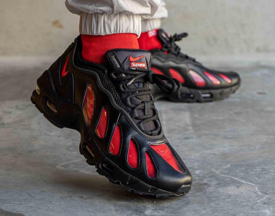 Nike Air Max 96 x Supreme noire CV7652-002 (3)