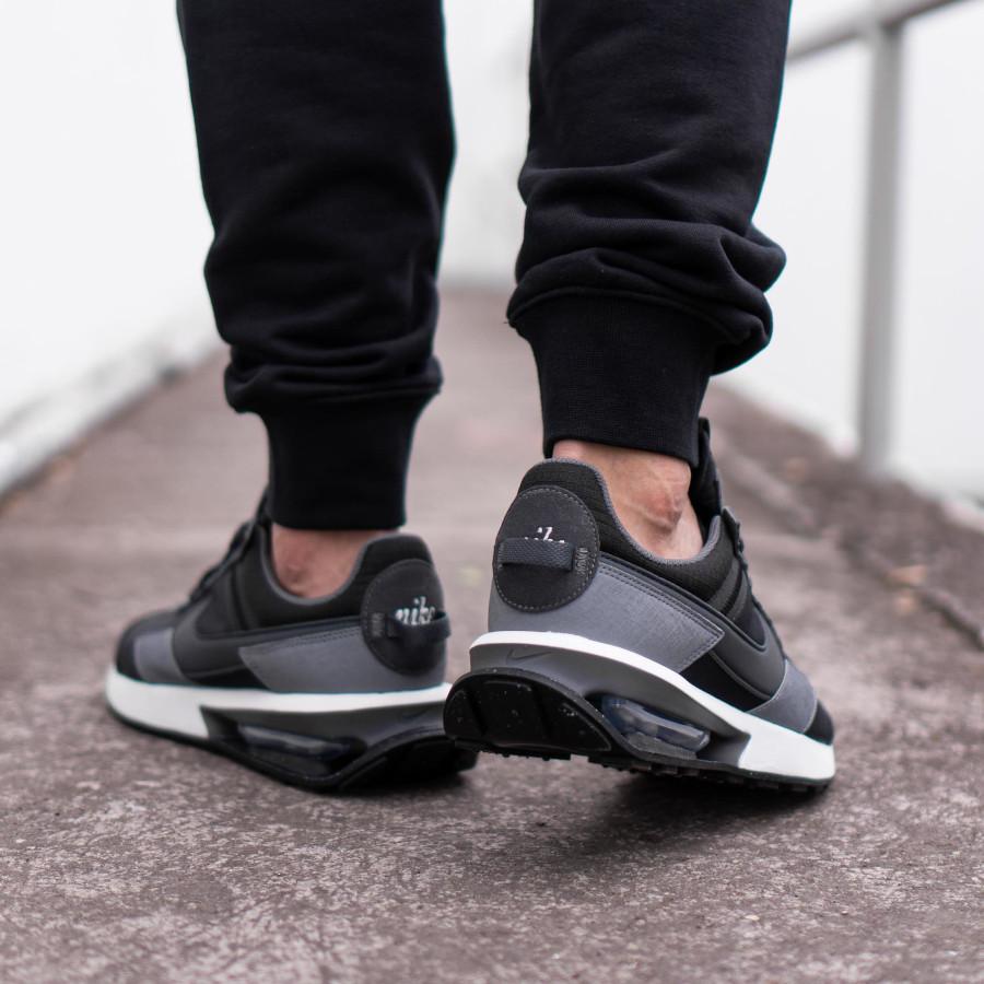 Nike Air Max Pre Day noire et grise (1)