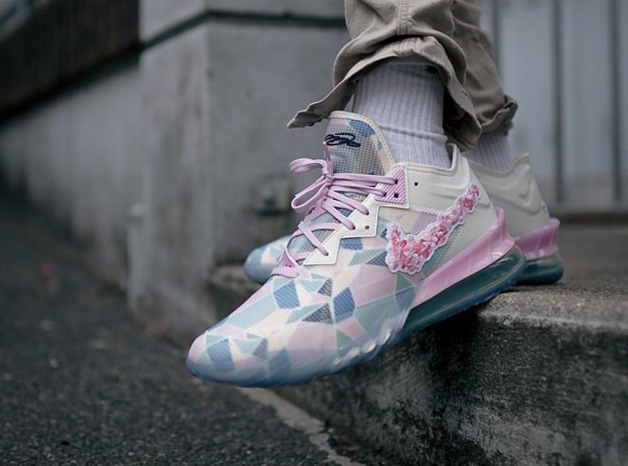 Nike Lebron 18 Low fleurs de cerisier on feet (2)