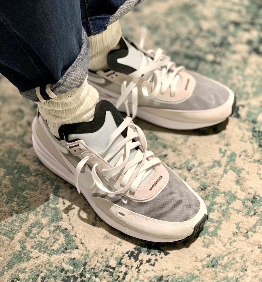 Nike Waffle 1 grise on feet (2)