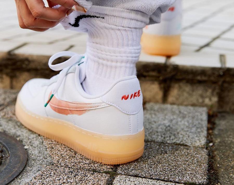 zmzm mayu x Nike Air Force 1 blanche recyclée on feet