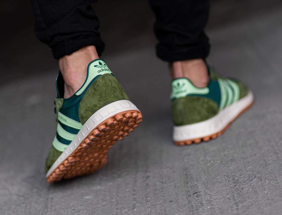 Adidas TRX Vintage vert et marron on feet (1)