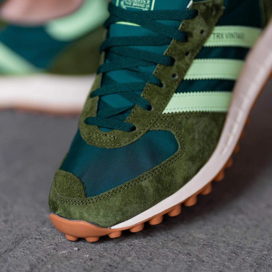 Adidas TRX Vintage vert et marron on feet (3)