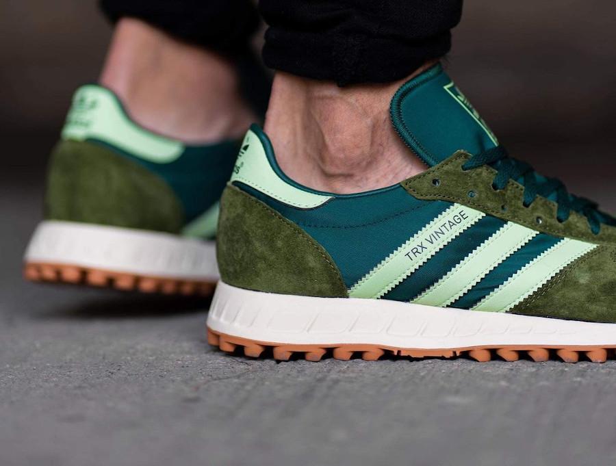 Adidas TRX Vintage vert et marron on feet (4)