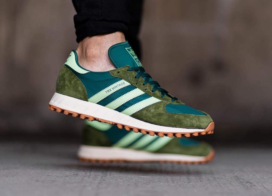 Adidas TRX Vintage vert et marron on feet (5)