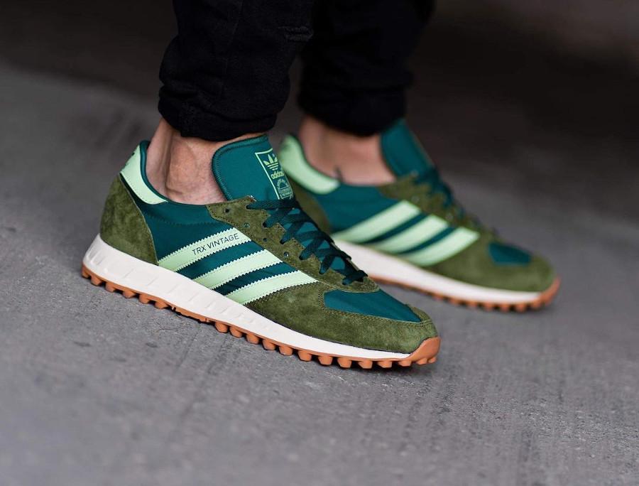Adidas TRX Vintage vert et marron on feet (6)