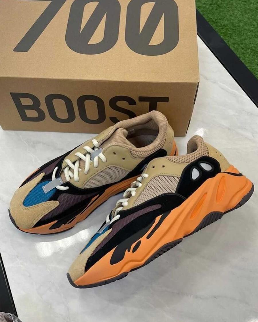 Adidas Yeezy 700 beige bleue et orange (1)