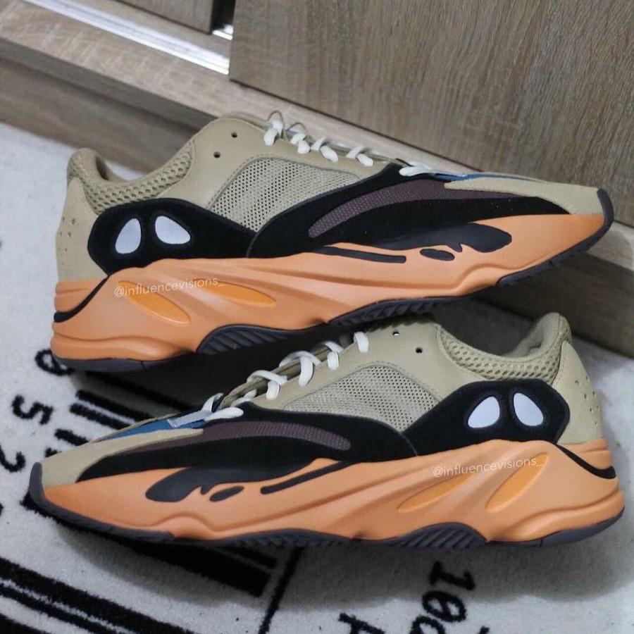 Adidas Yeezy 700 beige bleue et orange (2)