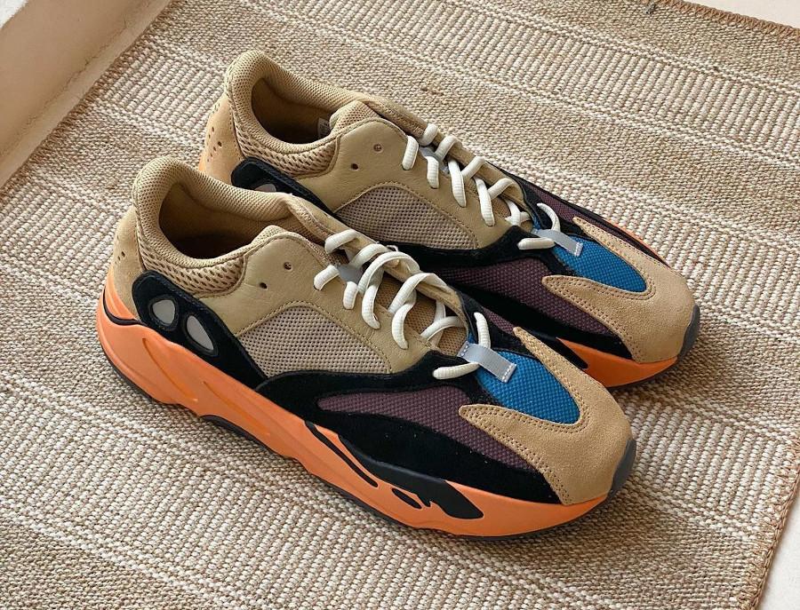 Adidas Yeezy 700 beige bleue et orange (7)