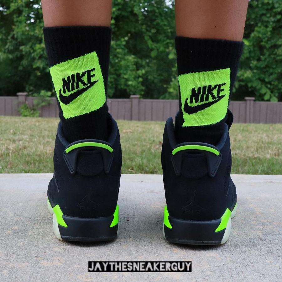 Air Jordan 6 noire et vert electrique on feet (1)