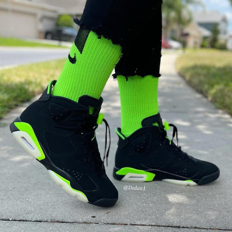 Air Jordan 6 noire et vert electrique on feet (2)