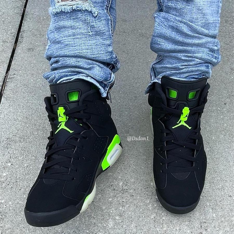 Air Jordan 6 noire et vert electrique on feet (3)