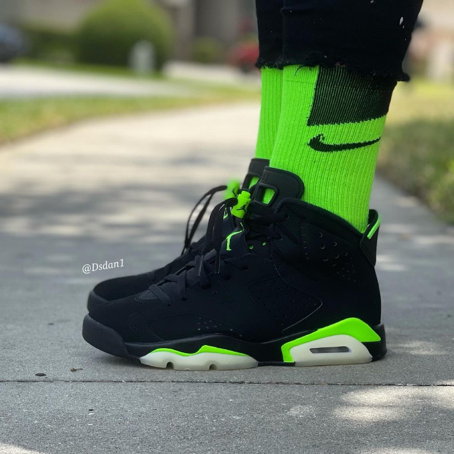 Air Jordan 6 noire et vert electrique on feet (4)