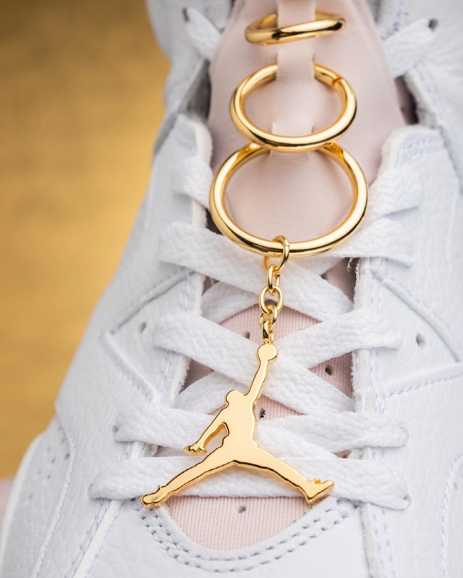 Air Jordan VI boucles d'oreilles dorées (8)