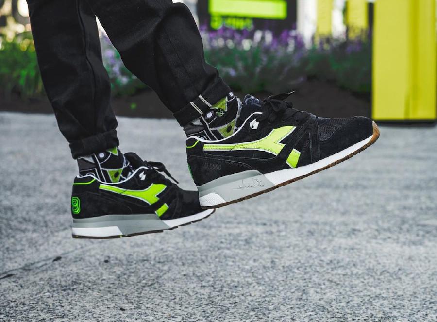 Diadora N9000 noire et vert fluo on feet (1)