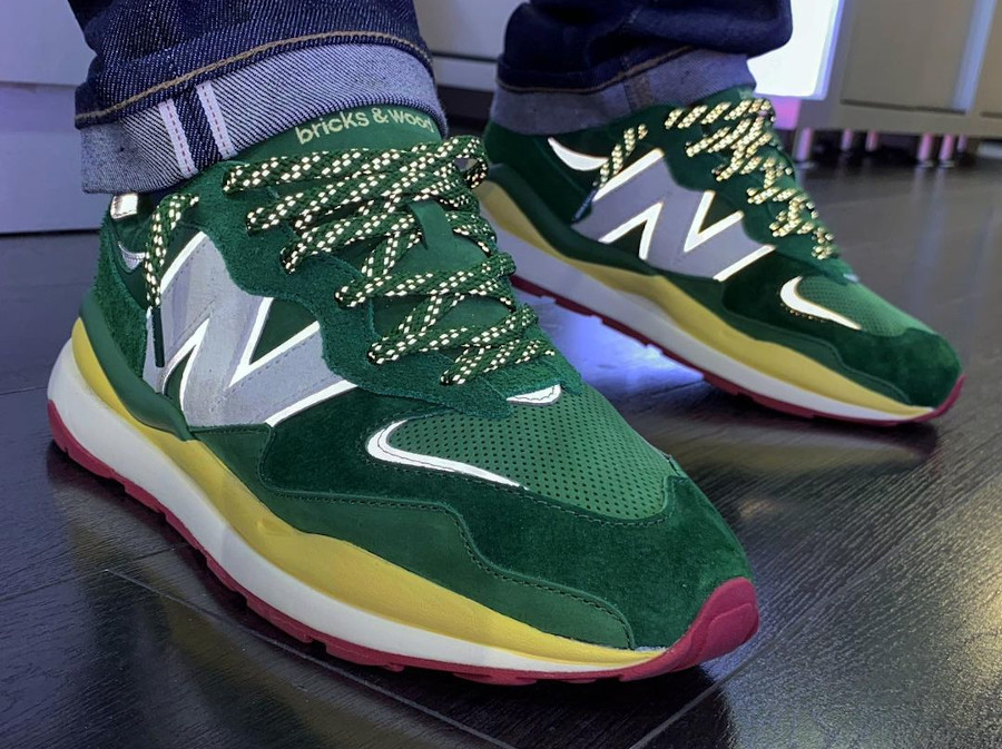 Kacey Lynch x New Balance 57 40 verte et jaune pastel on feet (1)