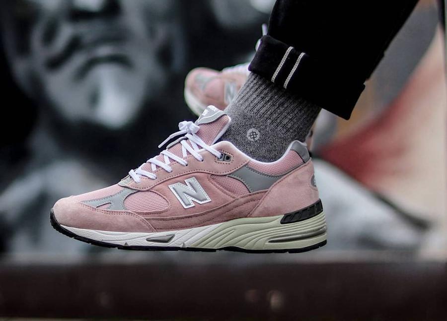 New Balance 991 rose et grise 2021 on feet (2)