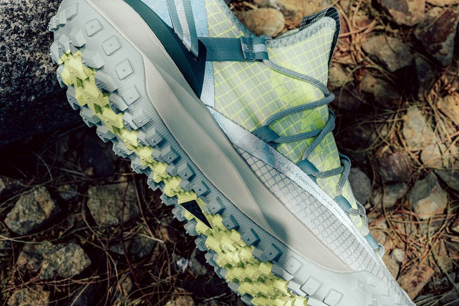 Nike ACG Mountain Fly Low vert fluo et beige (3)