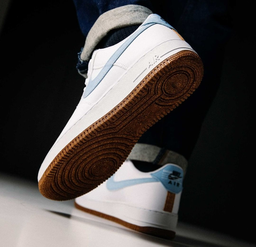 Nike Air Force 1 '07 LV8 Indigo on feet