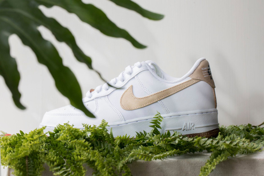 Nike Air Force One 2021 Flora blanche et beige (2)
