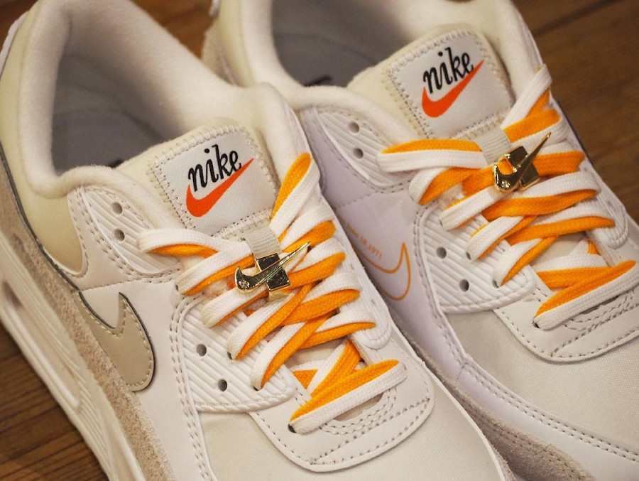 Nike Air Max 90 femme blanche beige et dorée (2)
