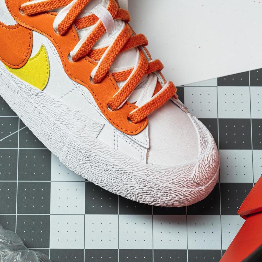 Nike Blazer Low blanche jaune et orange DD1877-100 (2)