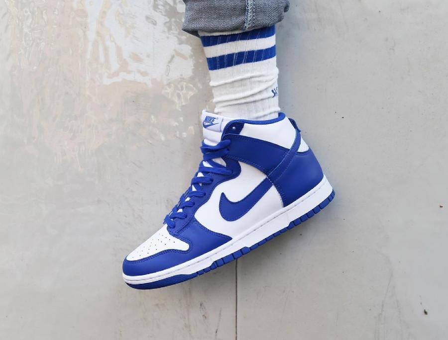Nike Dunk Hi blanche et bleue '21 on feet