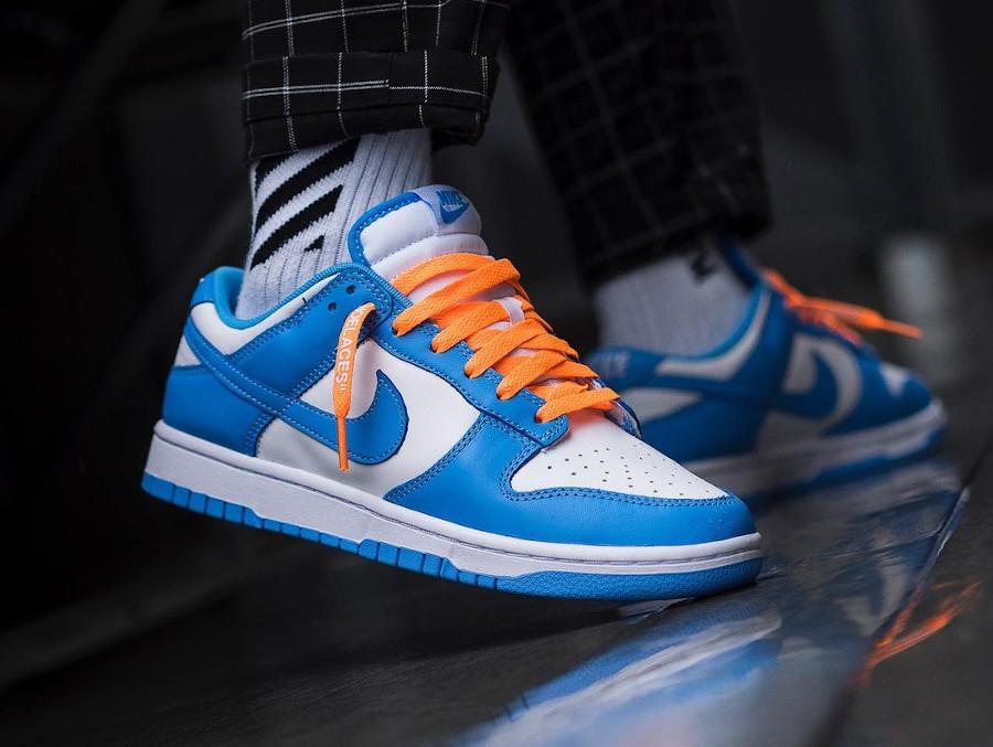 Nike Dunk Low blanche et bleu ciel on feet pour homme (2)