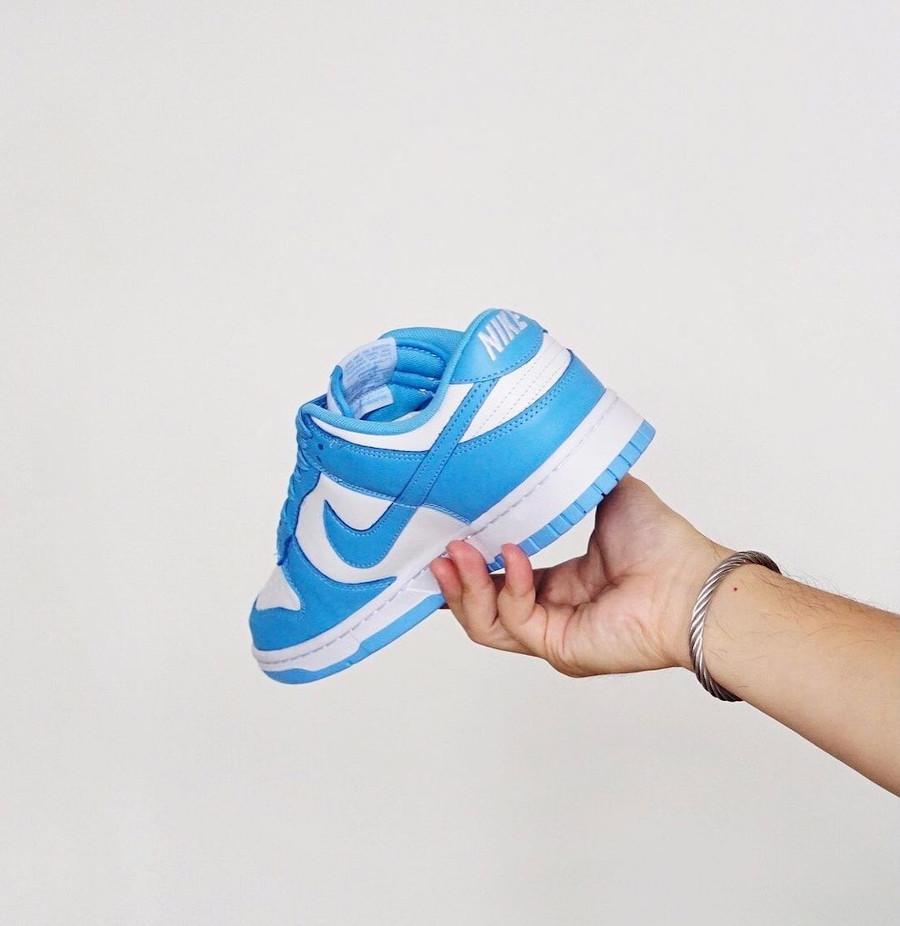 Nike Dunk Low blanche et bleu ciel pour homme (2)