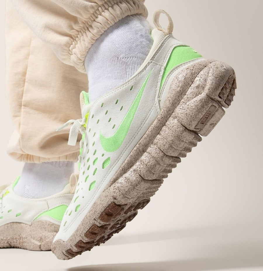 Nike Free Run Trail Premium Piñatex beige et vert fluo on feet (2)