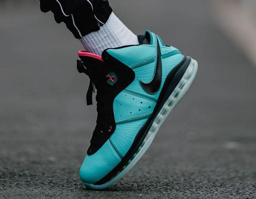 Nike Lebron VIII vert turquoise et rose on feet (1)