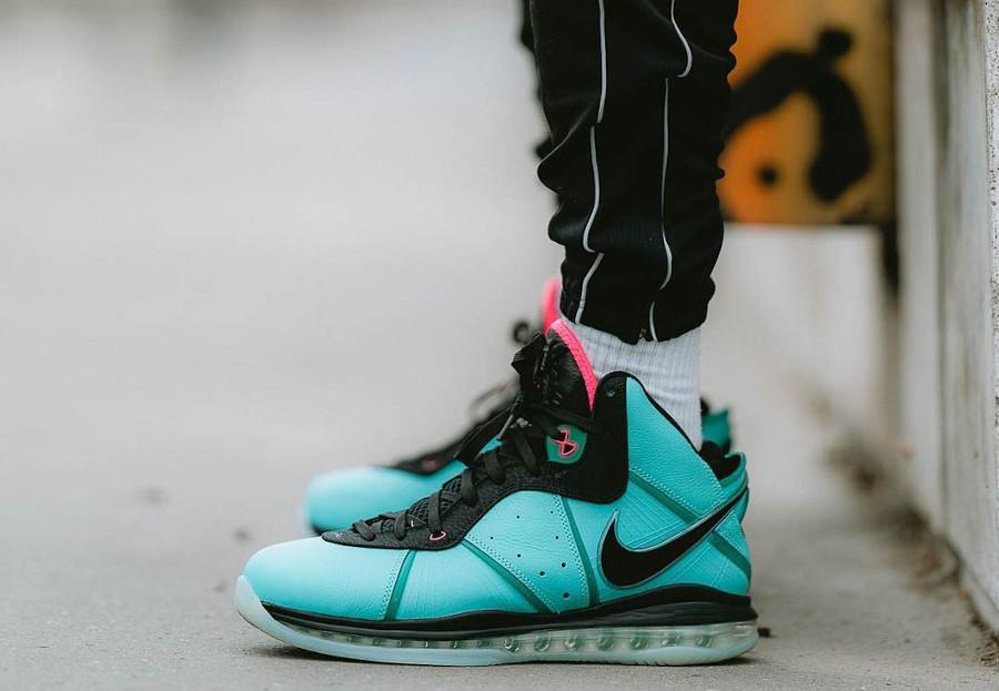 Nike Lebron VIII vert turquoise et rose on feet (2)
