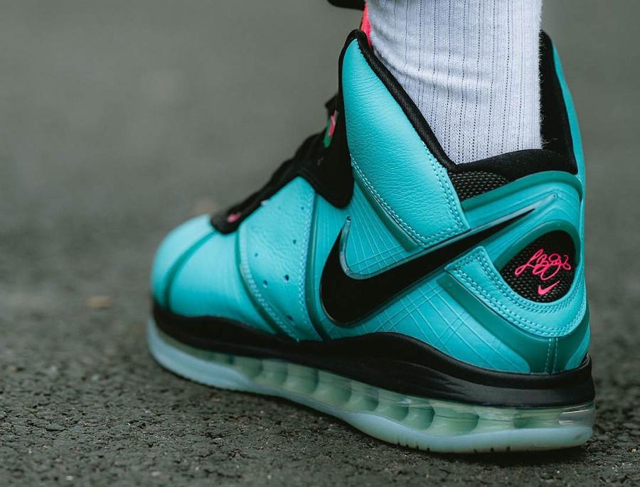 Nike Lebron VIII vert turquoise et rose on feet (3)
