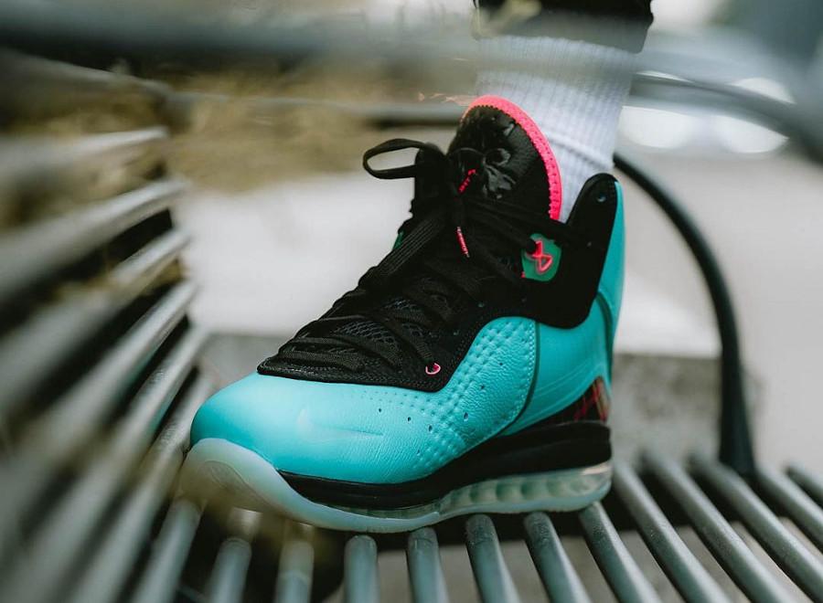 Nike Lebron VIII vert turquoise et rose on feet (5)