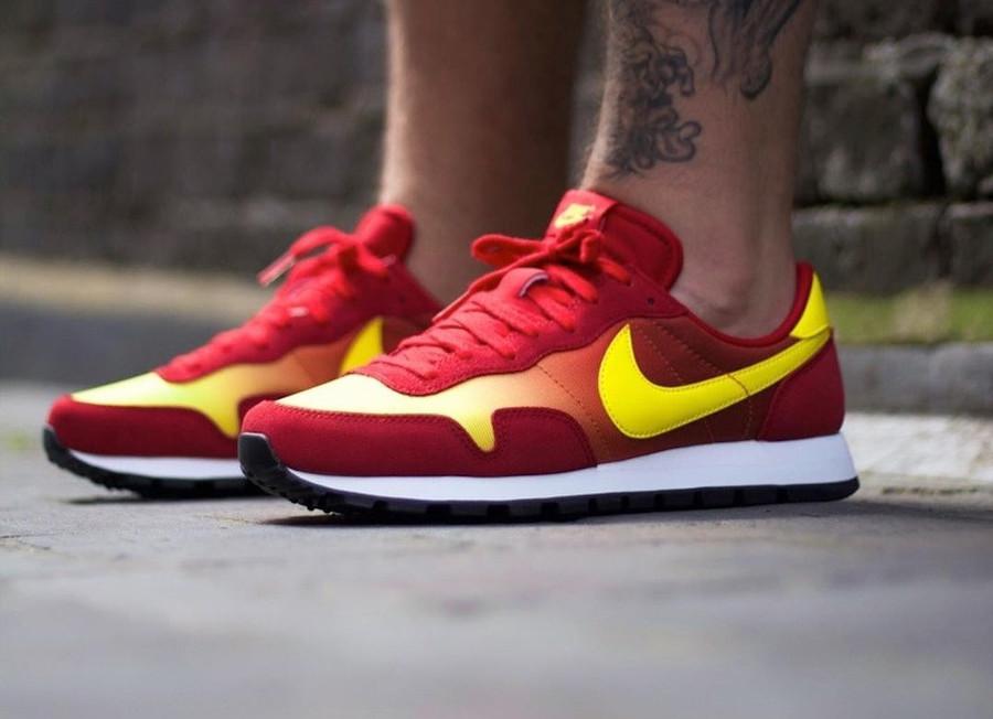 Nike Omega Flamme OG rouge orange et jaune on feet (1)