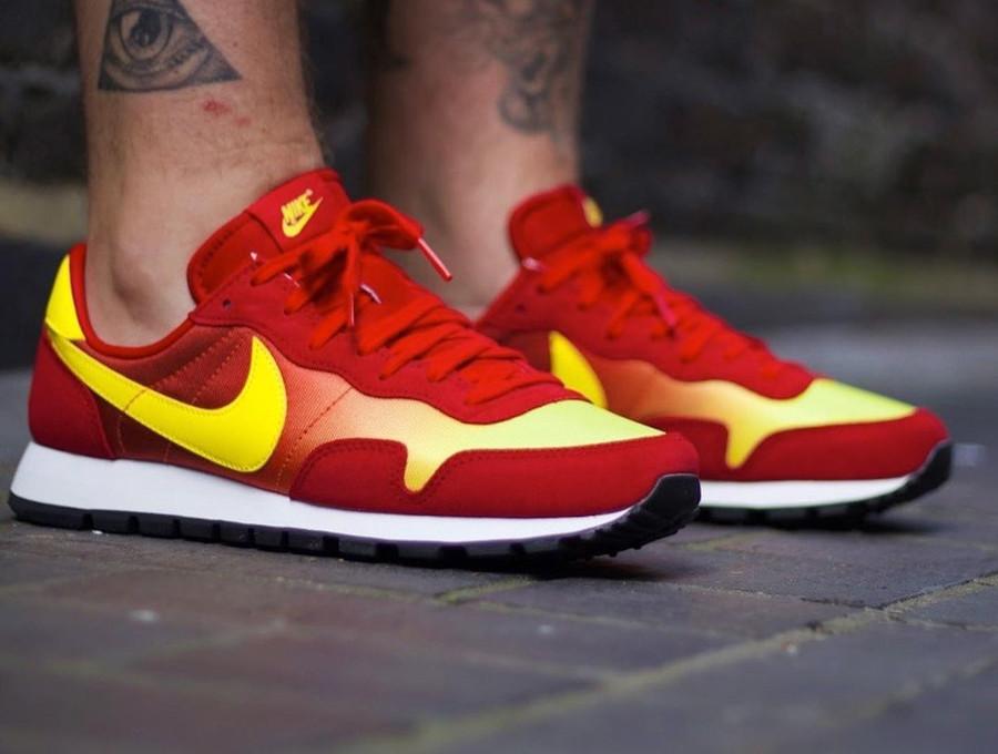 Nike Omega Flamme OG rouge orange et jaune on feet (2)
