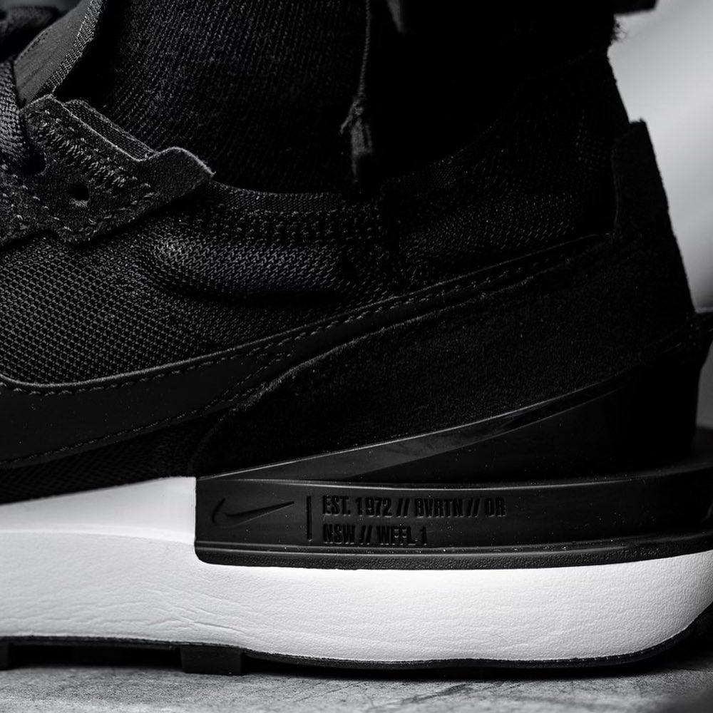 Nike Waffle One homme noire et blanche on feet (4)