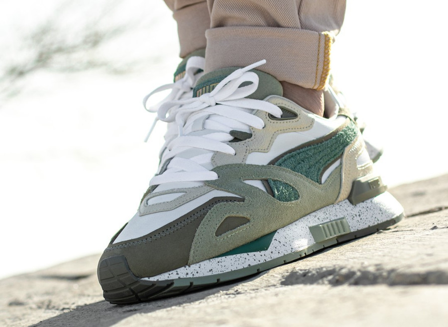 Puma Mirage Mox Earth Break blanche beige et verte on feet (1)