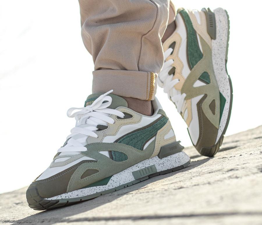 Puma Mirage Mox Earth Break blanche beige et verte on feet (2)