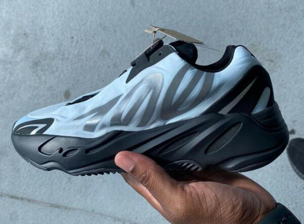 Adidas Yezzi bleu clair (couv)