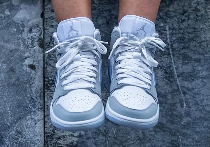 Air Jordan 1 Mid White Wolf Grey on feet BQ6472-105 (1)