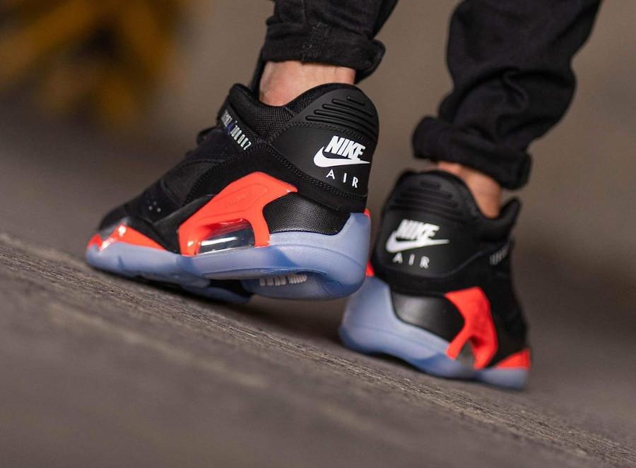 Jordan Point Lane noire et rouge on feet (1)