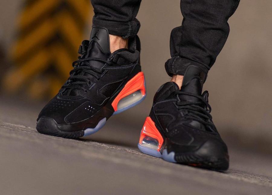 Jordan Point Lane noire et rouge on feet (2)